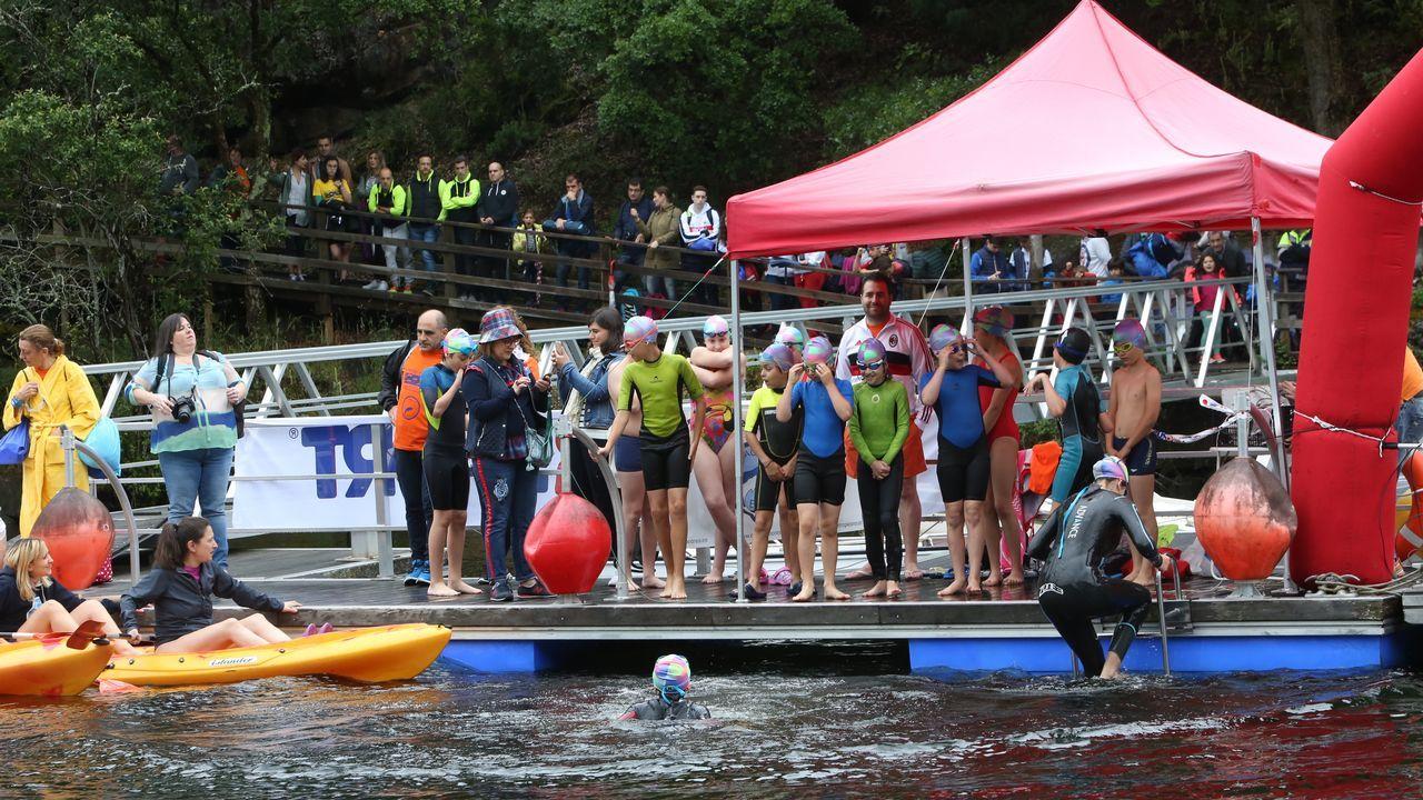 Un centenar de nadadores desafiaron al agua fría en el embalse de Os Peares
