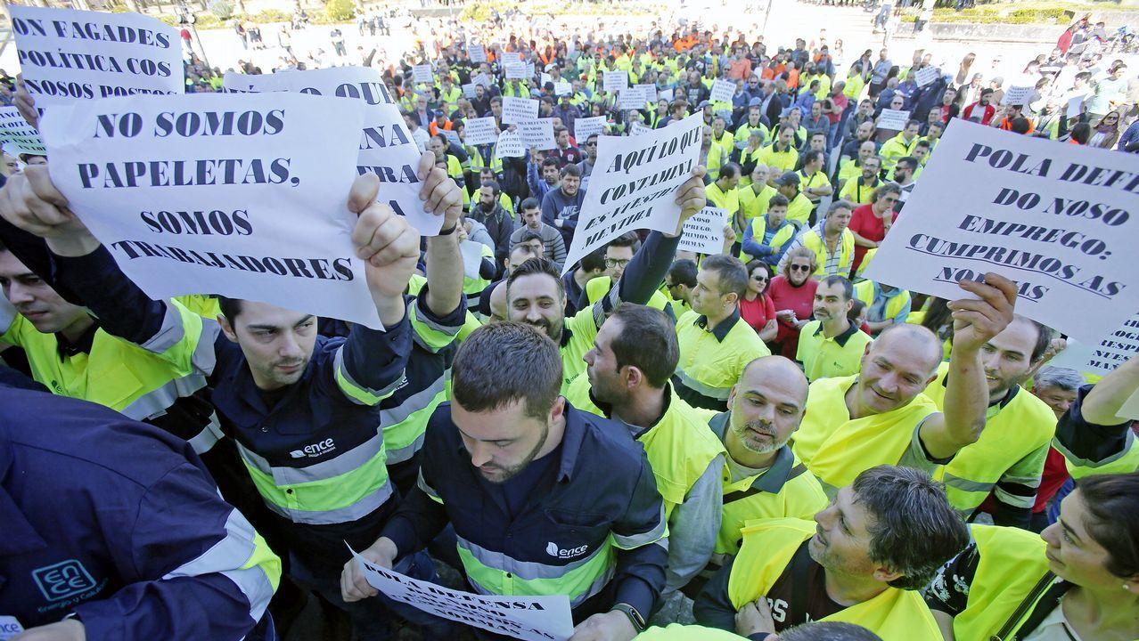 Mitin comida del PP conMariano Rajoy.Protesta de trabajadores de Ence en la Diputación de Pontevedra