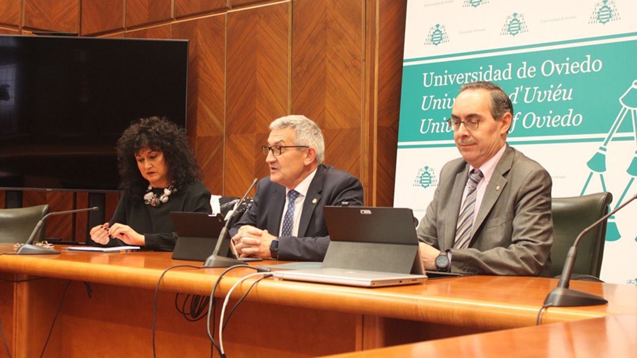 selectividad, pau.El rector de la Universidad de Oviedo, Santiago García Granda y el presidente de ASATA, Ruperto Iglesias García