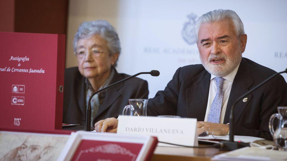 El rector, Viaño, con los ex rectores Casares y Villanueva, presidente de la RAE
