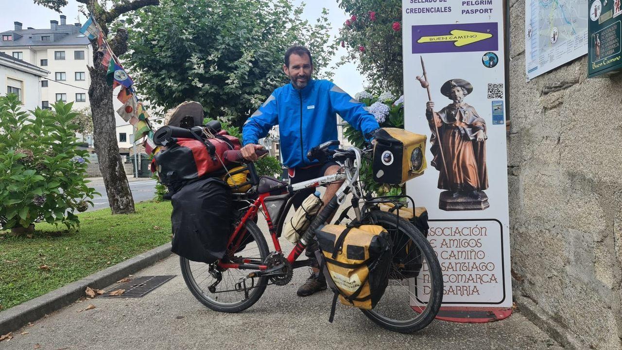 Pablo García este jueves en el punto de atención a peregrinos de Sarria