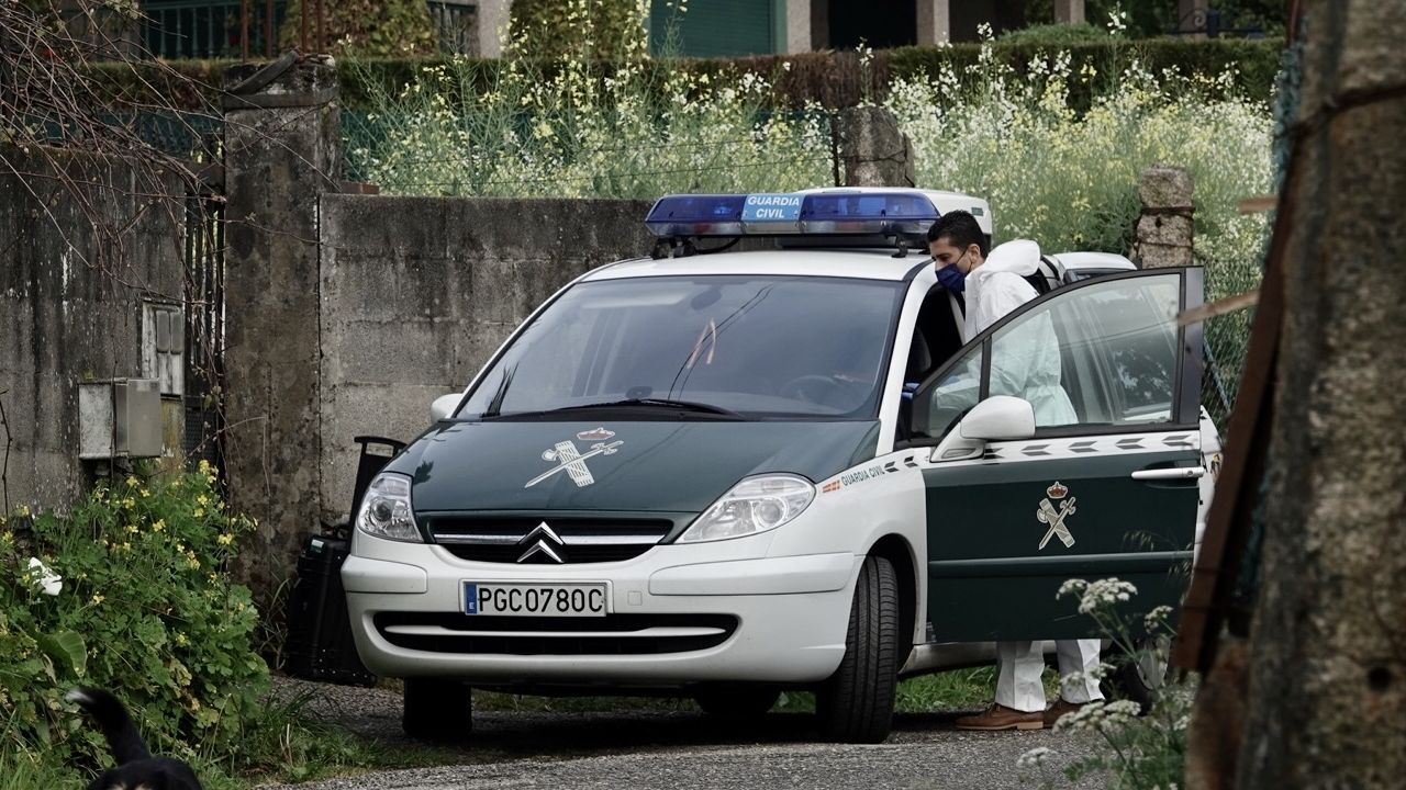 La Guardia Civil frente a la vivienda