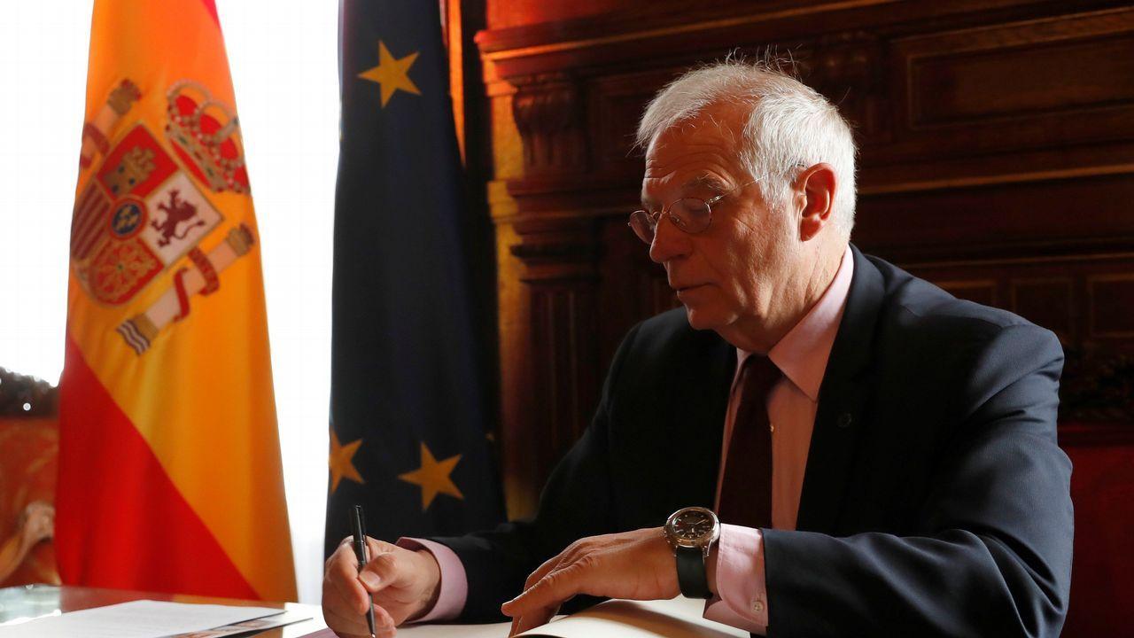 Borrell firmó ayer en su despacho los cuatro memorando sobre el Peñón pactados con Londres