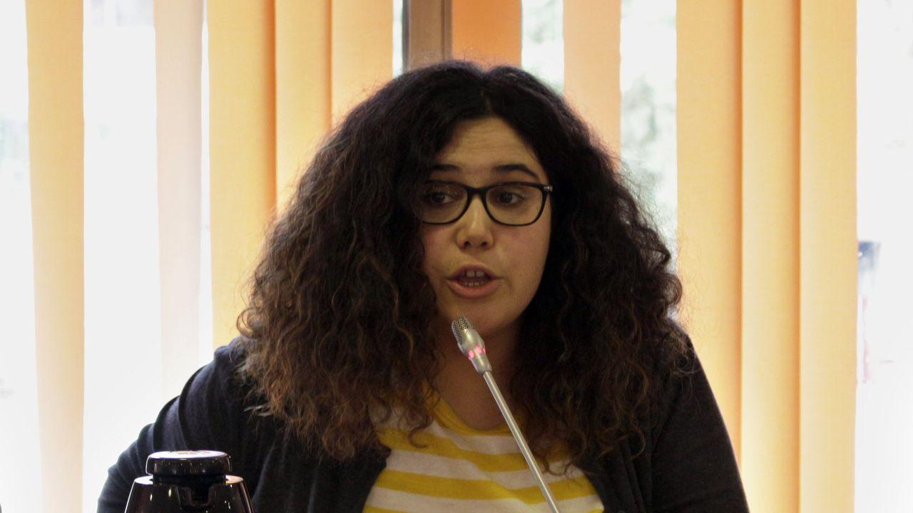 Oriana Méndez -concelleira en Vigo por Marea- é autora dos poemarios «Derradeiras conversas co Capitán Kraft» (2007), «Cero» (2011) e «O corazón pronúnciase extenso» (2019)