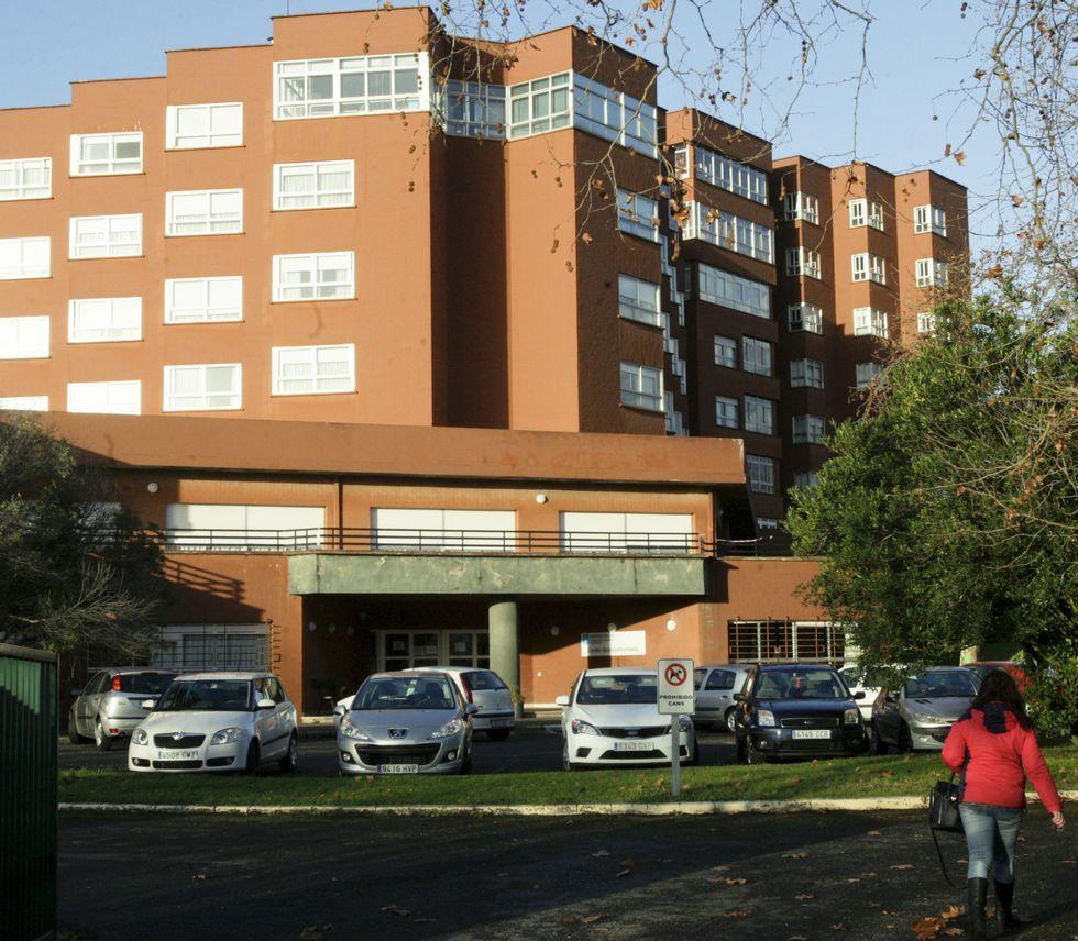 Vista exterior del centro de mayores, que sigue sin fecha de reanudación de sus reformas.