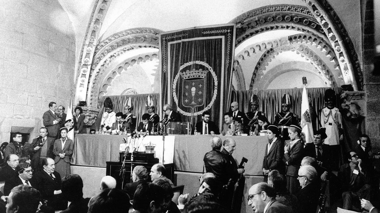 Vista do primeiro Parlamento tras a aprobación do Estatuto, no pazo de Xelmirez, en Santiago