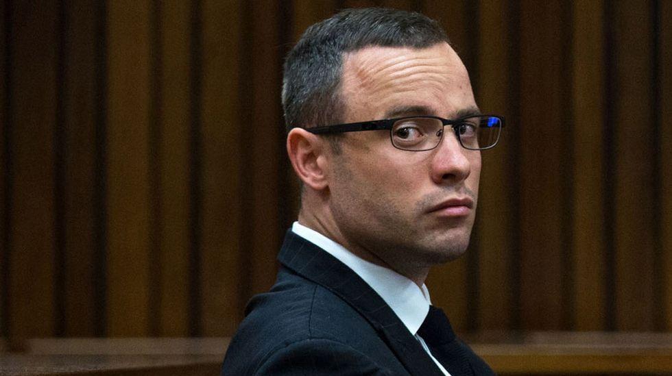 Pistorius camina sobre sus muñones para mostrar su vulnerabilidad.Oscar Pistorius