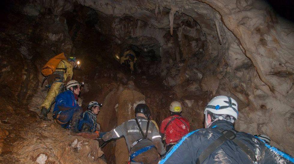 Por su complicada orografía, la cueva de Tara solo es accesible para personas con una buena preparación en actividades espeleológicas