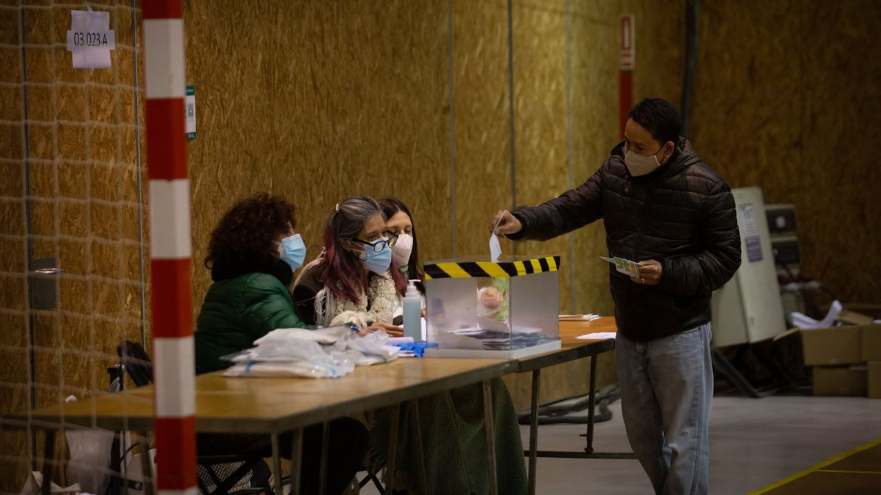 Foto de archivo. Elecciones en Cataluña el pasado mes de febrero