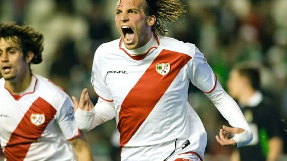 Diego Costa se enfrenta a Antonio Conte.Michu celebra un gol con el Rayo Vallecano