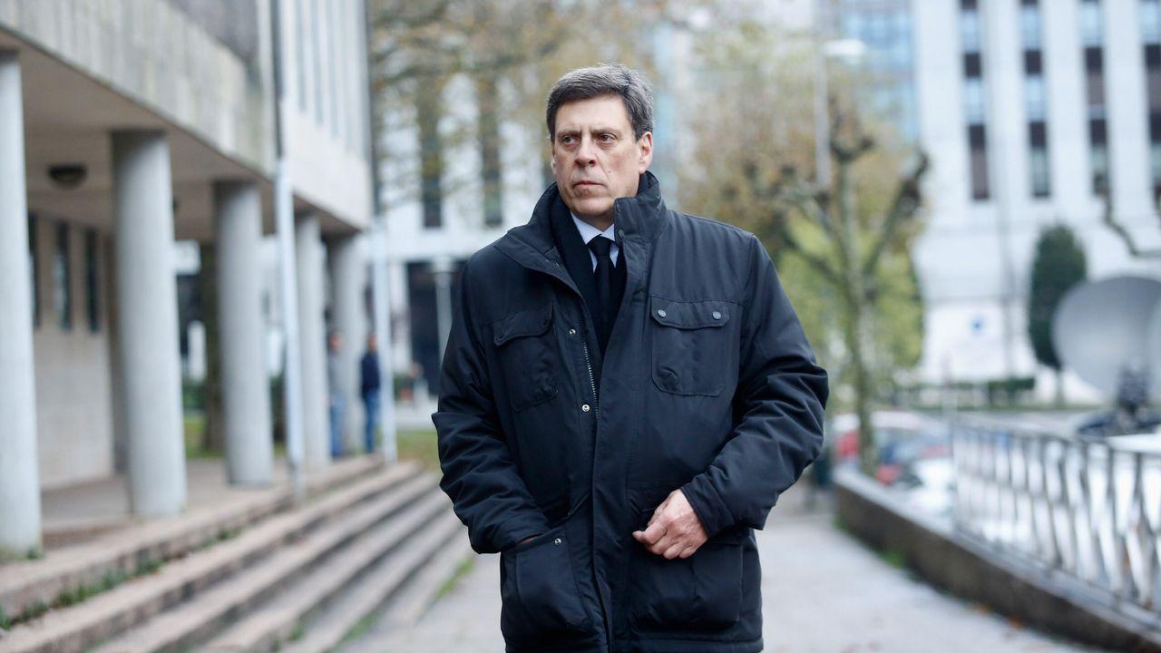 Juan Carlos Quer llegando a los juzgados de Santiago para la cuarta jornada del juicio por el crimen contra su hija Diana