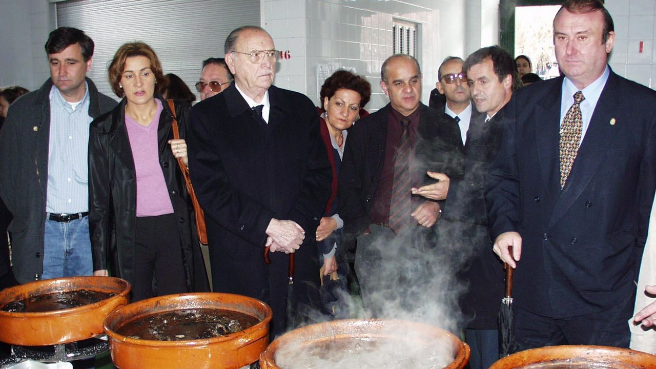 El expresidente de la Xunta Gerardo Fernández Albor junto con el alcalde de Pontecesures Luis Álvarez Angueira y el de Rois, Enrique José Tojo Blanco.