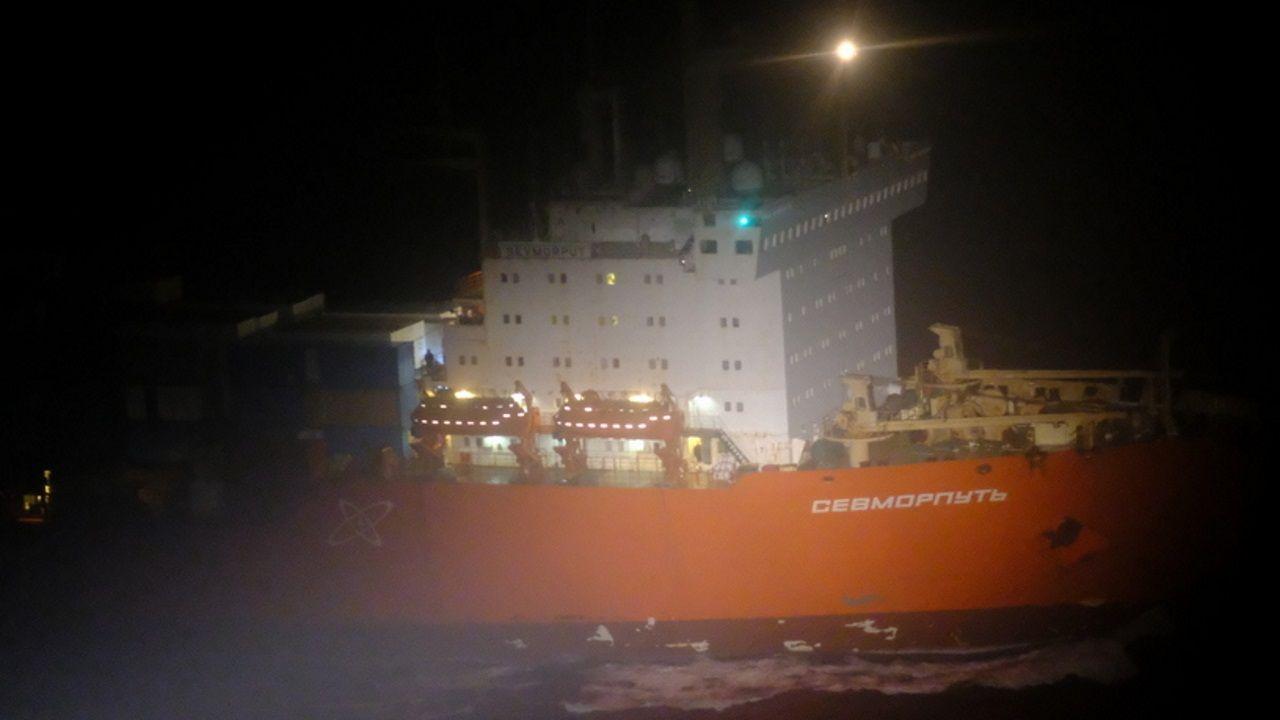 Los buzos de Ardentia Marine terminan su misión en el Baffin Bay reflotado en Vigo.Prácticas en campana húmeda en la dársena de Caneliñas