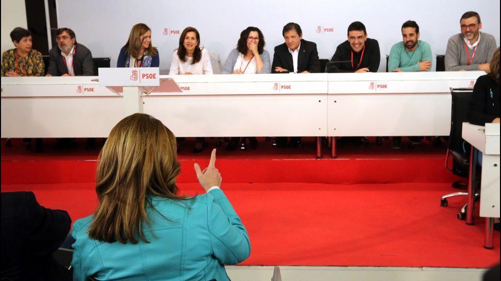 El PSOE aprueba el calendario del Congreso con críticas de los «sanchistas».Los socialistas Pedro Sánchez y Susana Díaz, en la feria sevillana