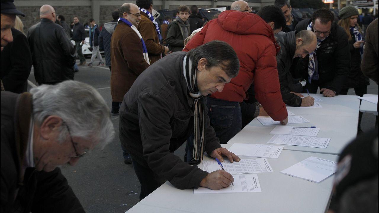 Recogida de firmas de soicos a favor de la candidatura de Tino Fernández
