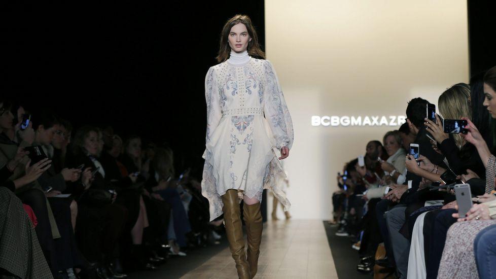 SEMANA DE LA MODA DE NUEVA YORK .Una modelo presenta diseños de la marca BCBG Max Azria.