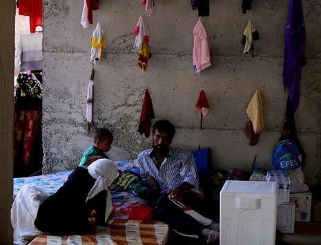 Una familia yazidí, refugiada en un edificio en construcción en la ciudad kurda de Dohuk.