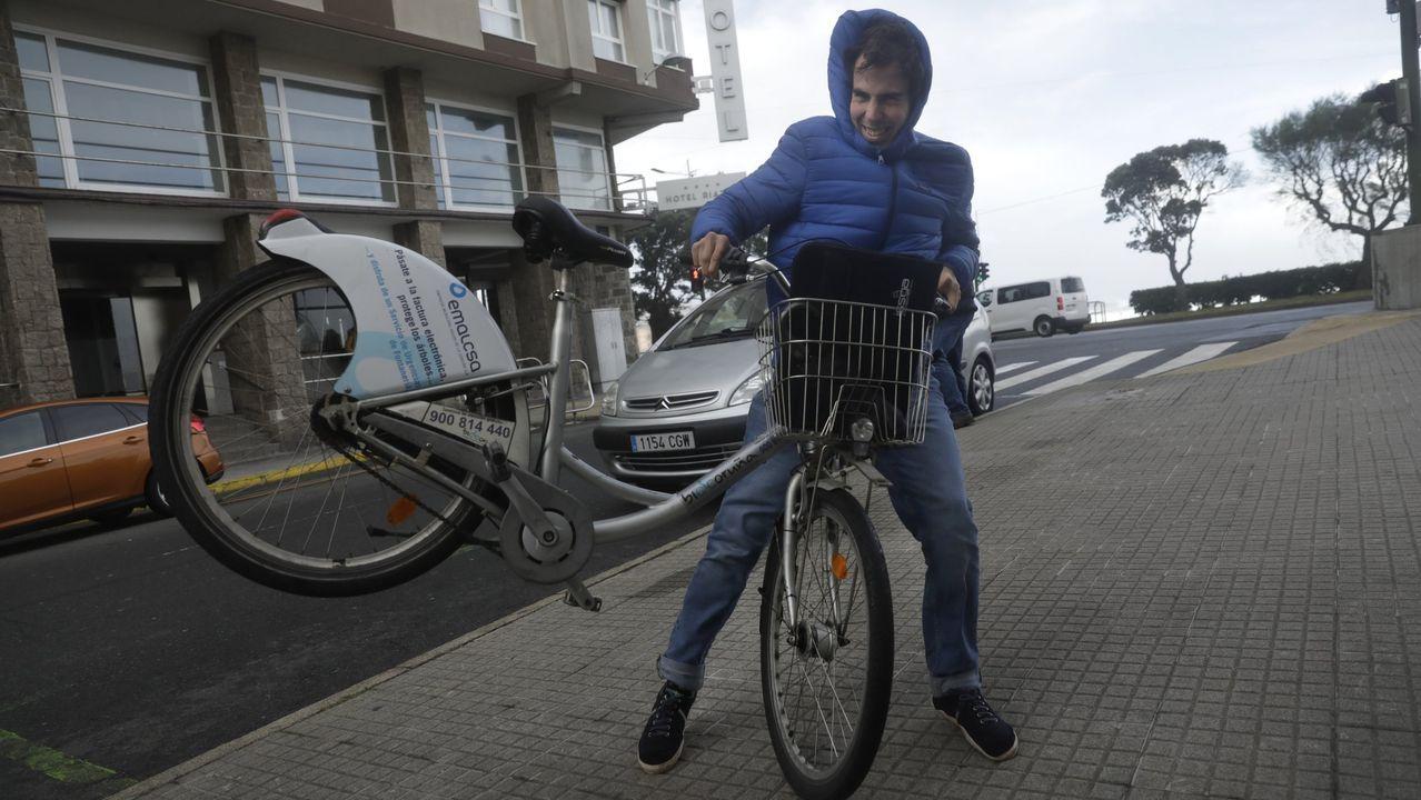 Bicicletas indomables por el temporal.