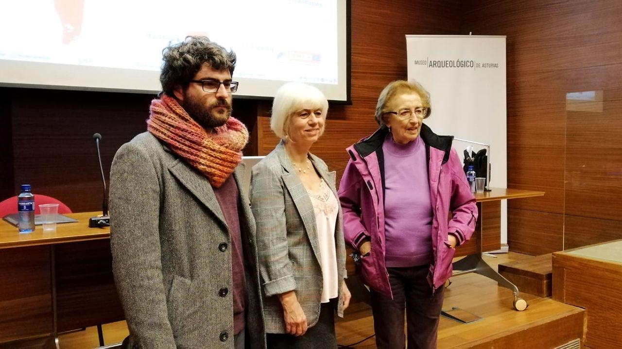 El geógrafo Ícaro Obeso, la diputada por IU en la Junta General Concha Masa y la exconsejera de VIvienda y Bienestar Social del Ayuntamiento de Oviedo Laura González