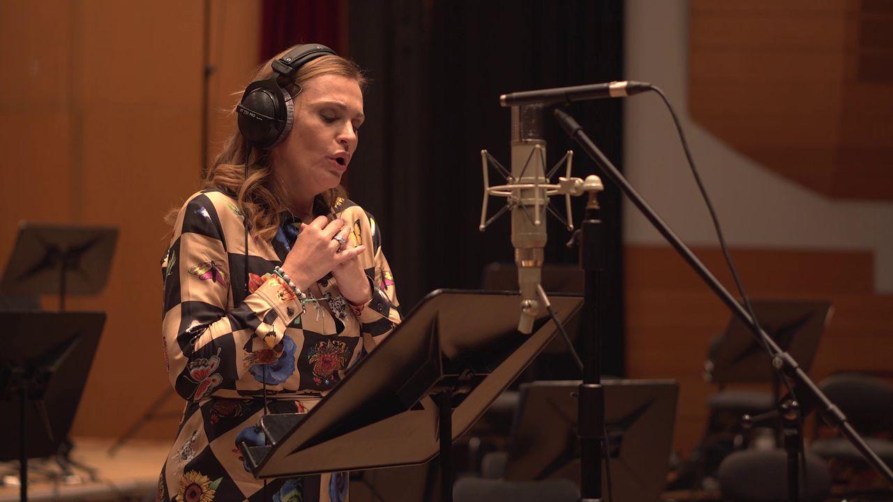 Ainhoa Arteta pone voz a «La sombra de la ley» de Dani de la Torre.La reina Letizia participa en la inauguración de los Cursos de Verano de la Fundación Princesa