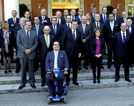 Bronco debate en el Parlamento.Crespo (en primer término), en una recepción del Gobierno a empresarios en la Moncloa.