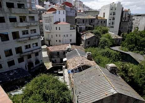 Lote de casas adquirido en la manzana de Santa Marta y financiado por el banco Santander.