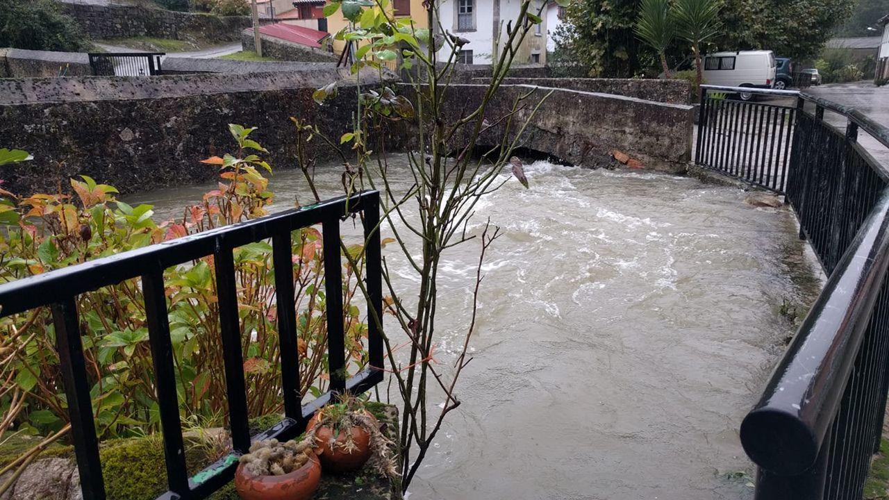 El agua anega Llanes.Efectos del temporal en  Andinas, Ribadedeva
