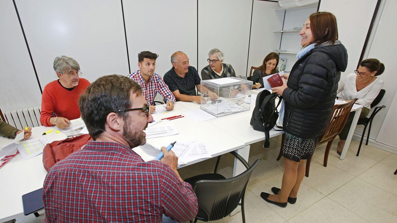 La alcaldesa de Avilés, Mariví Monteserín.Trabajadores de Alcoa de Avilés y A Coruña a su paso por León
