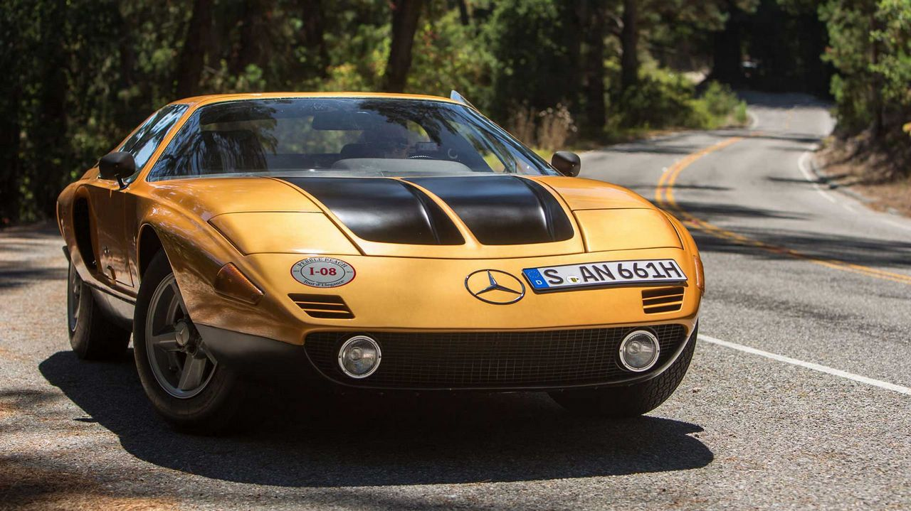 Abre en Portomarín con mil coches el Museo de la historia de la automoción en miniatura.Fernando Alonso en el Museo Circuito del piloto