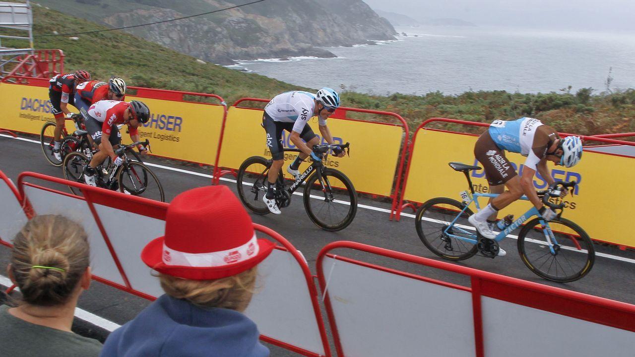 Ambientazo en Estaca de Bares con la llegada de La Vuelta