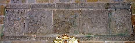 El retablo pétreo de Laxe permaneció oculto hasta que un rayo destruyó una obra barroca posterior y lo sacó a la luz.