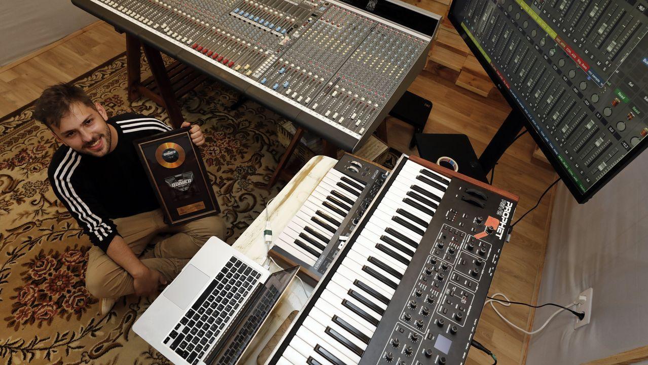 Un estudio de grabación en Viveiro. Gabriel Fernández, que se formó en el Conservatorio Profesional de Música de Viveiro, ha montado un estudio de grabación en su pueblo natal. Con un contrato con Warner Chappell, su proyecto más personal es del de Juancho Marqués, que con el «single» «Química» ha logrado más de 8 millones de reproducciones en «streaming»
