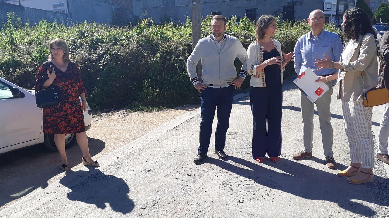 Los socialistas de la provincia de Lugo celebran la Navidad.Imágenes del rellano de la vivienda del matrimonio detenido por presunto maltrato a un bebé de dos meses de edad
