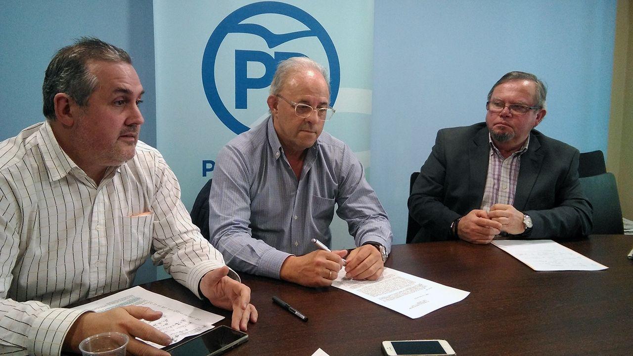 FRANCISCO ZARRACINA ENTRE ALFONSO ARAUJO (IZQUIERDA) Y CONSTANTINO ÁLVAREZ (DERECHA)