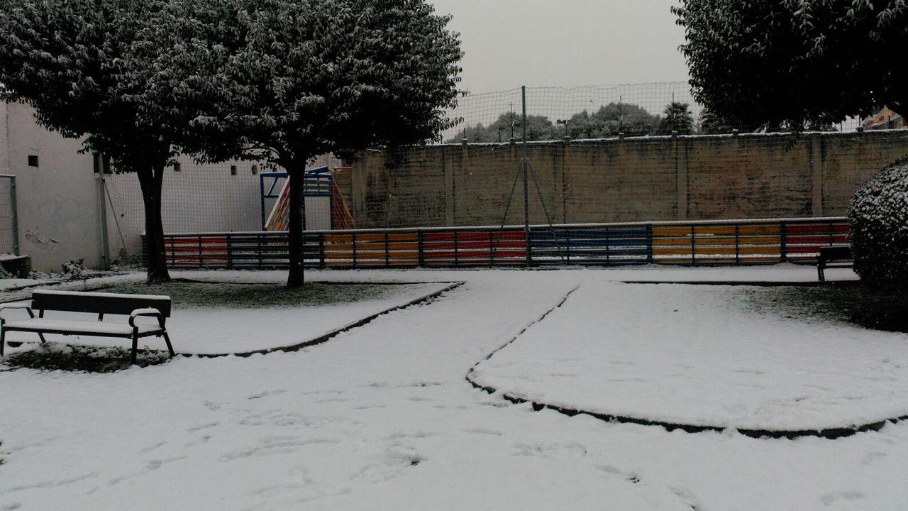 Nieve en Oviedo.Un parque en la Tenderina cubierto de blanco
