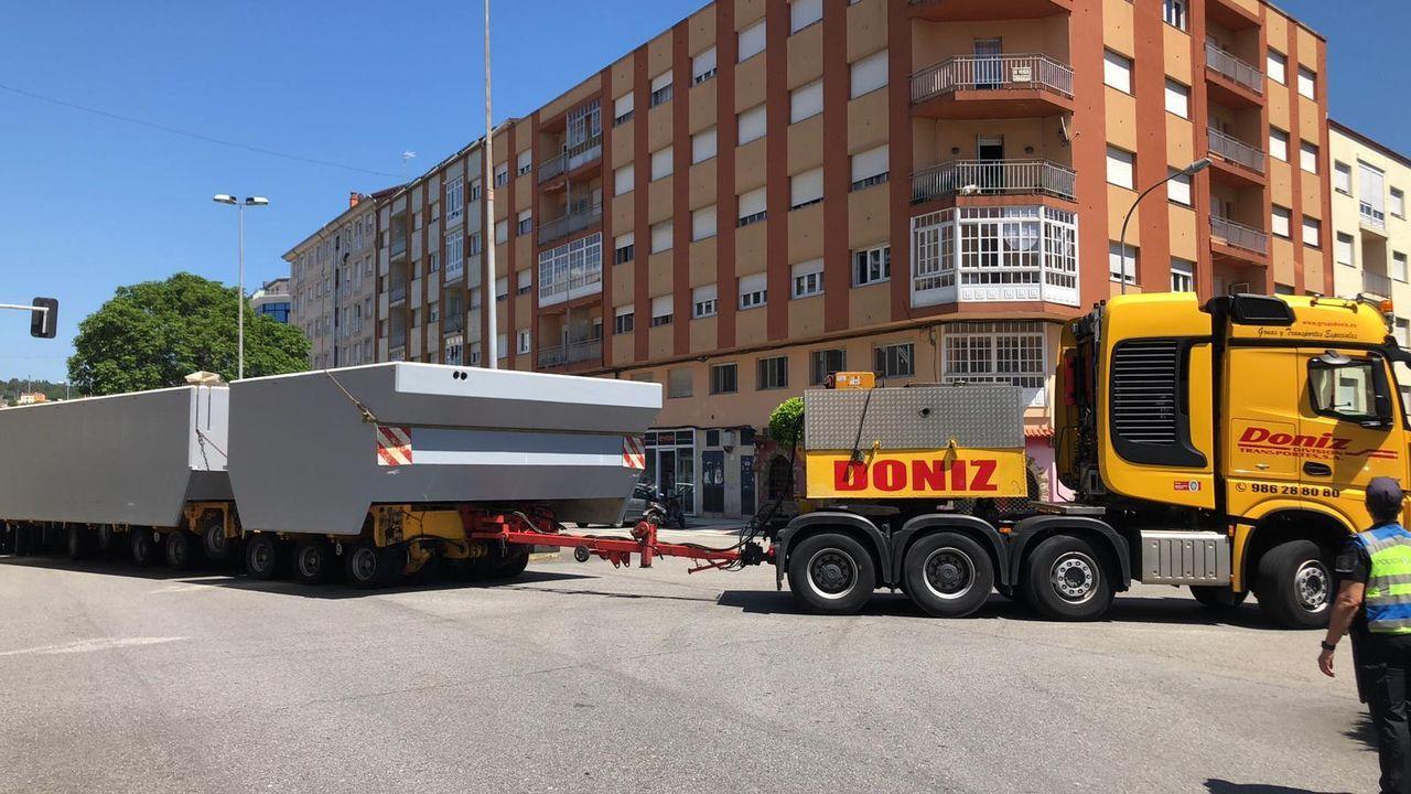 Transporte especial de los pantalanes de bateeiros del muelle de Cabo de Cruz
