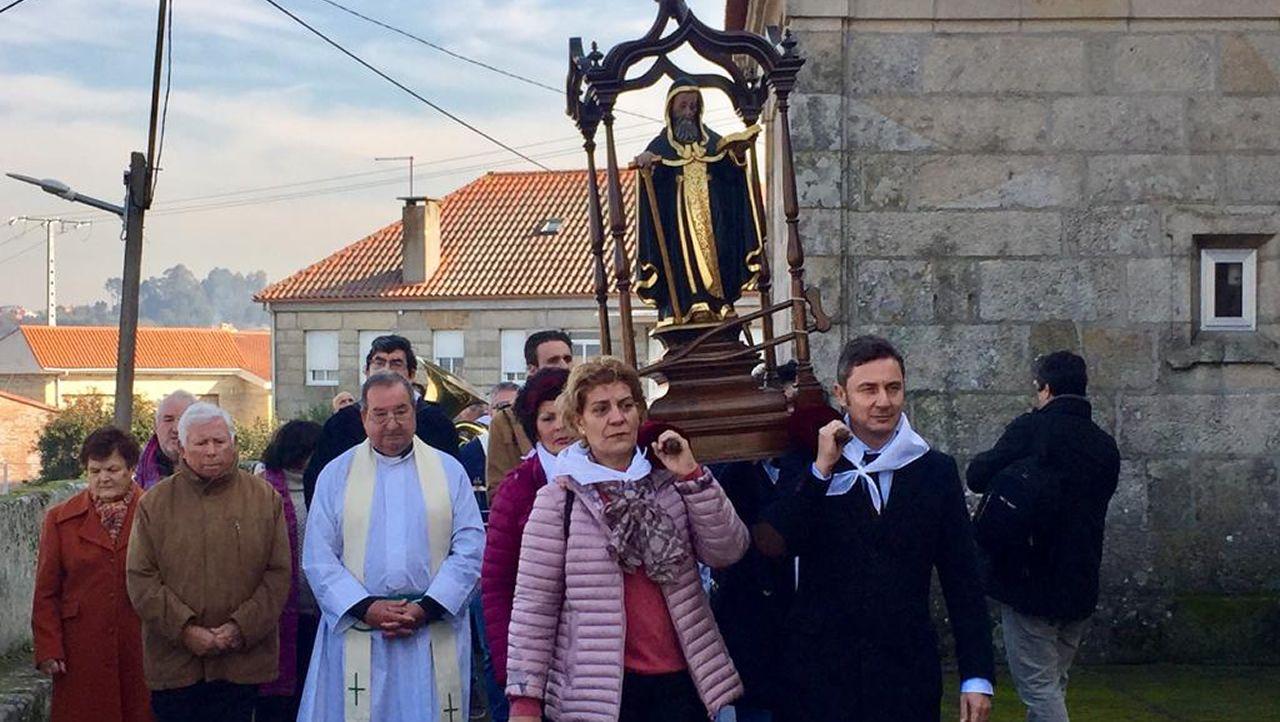 San Amaro abre la temporada de romerías de Vigo.Comisaría de Policía de Gijón