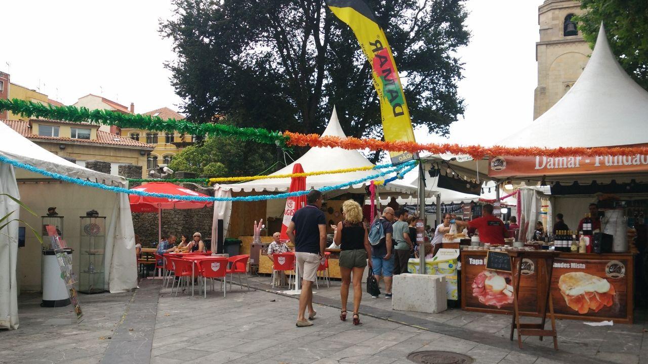 Carpas del Festival Arcu Atlánticu en el Campo Valdés