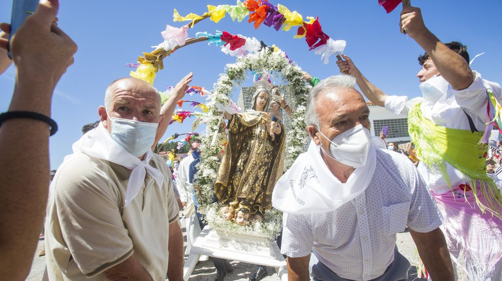 Camariñas honró a la Virgen del Carmen, aunque con restricciones: ¡las imágenes!.Rocío Leira, tamén docente, declárase matemática vocacional