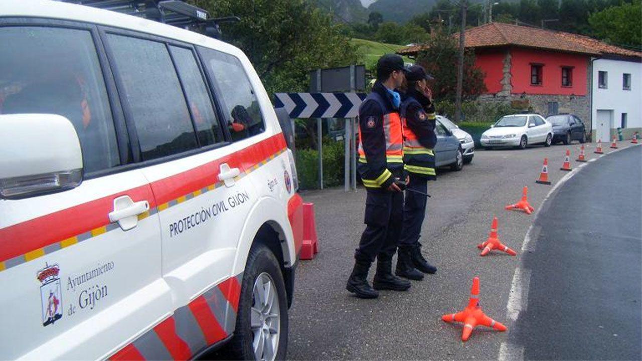 Voluntarios de Protección Civil en Gijón