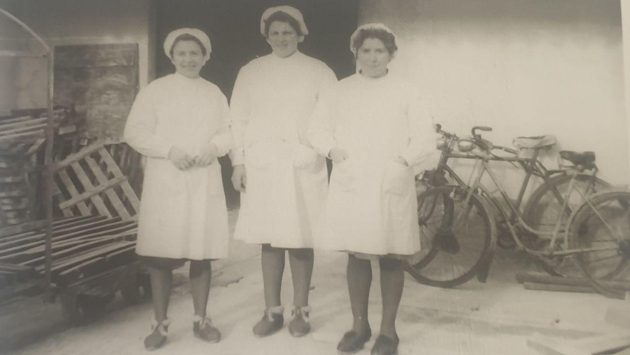Gloria de Corneta, a la izquierda
