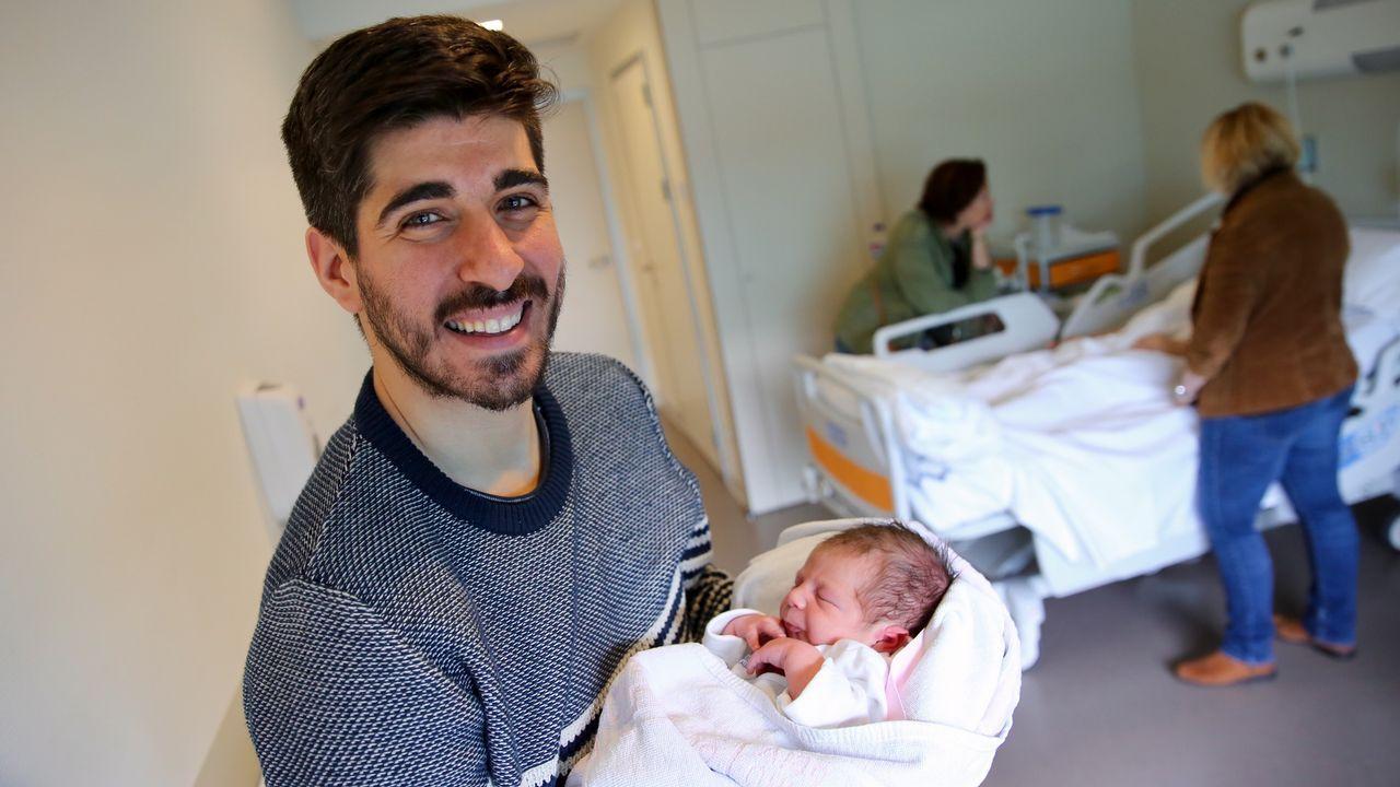 Iago estrena el nuevo permiso de paternidad por 16 minutos.Vega fue la última bebé nacida en Vigo antes de que entrase en vigor el nuevo permiso. M. Moralejo