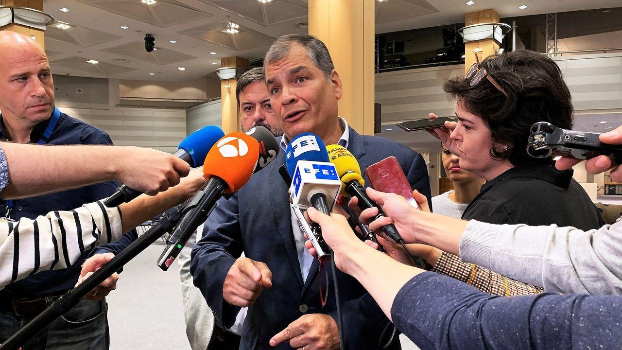 Rafael Correa habla con los periodistas en Bruselas