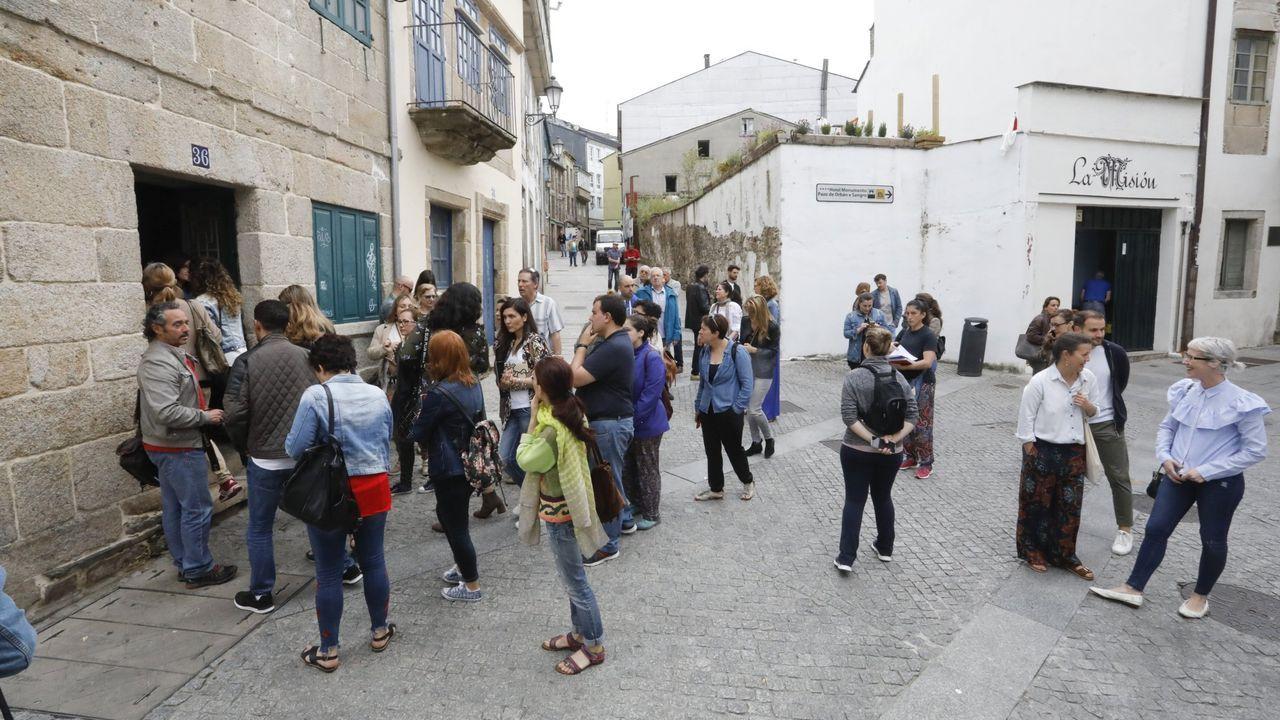 Los vecinos de A Milagrosa denuncian una iluminación deficiente de las calles del barrio.En junio del 2018 hubo una jornada de puertas abiertas en los locales de A Tinería