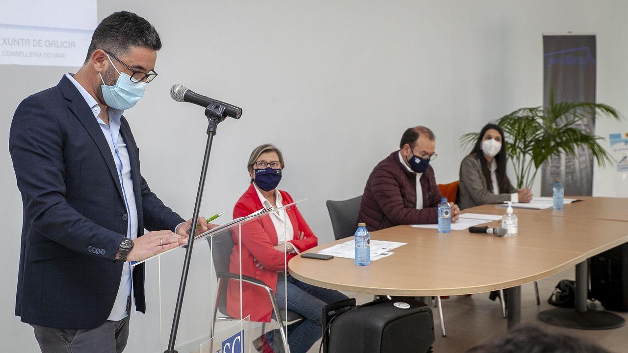 O acto de Barbantia en Porto do Son, en imaxes.Fernando Carreira, gerente de la lonja de Ribeira, habló en nombre de los distinguidos con el certificado