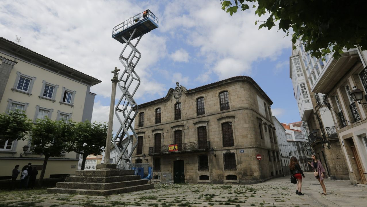 Descarga de jurel en la lonja de Linares Rivas.Imagen de la Casa Cornide en la ciudad vieja de A Coruña