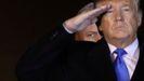Trump y el asesor de Seguridad Nacional, Robert O'Brien, en la recepción de los féretros de dos soldados muertos en Afganistan