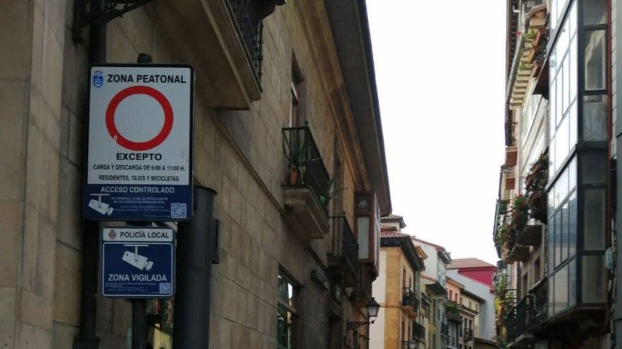 Señal de tráfico en el centro de Oviedo