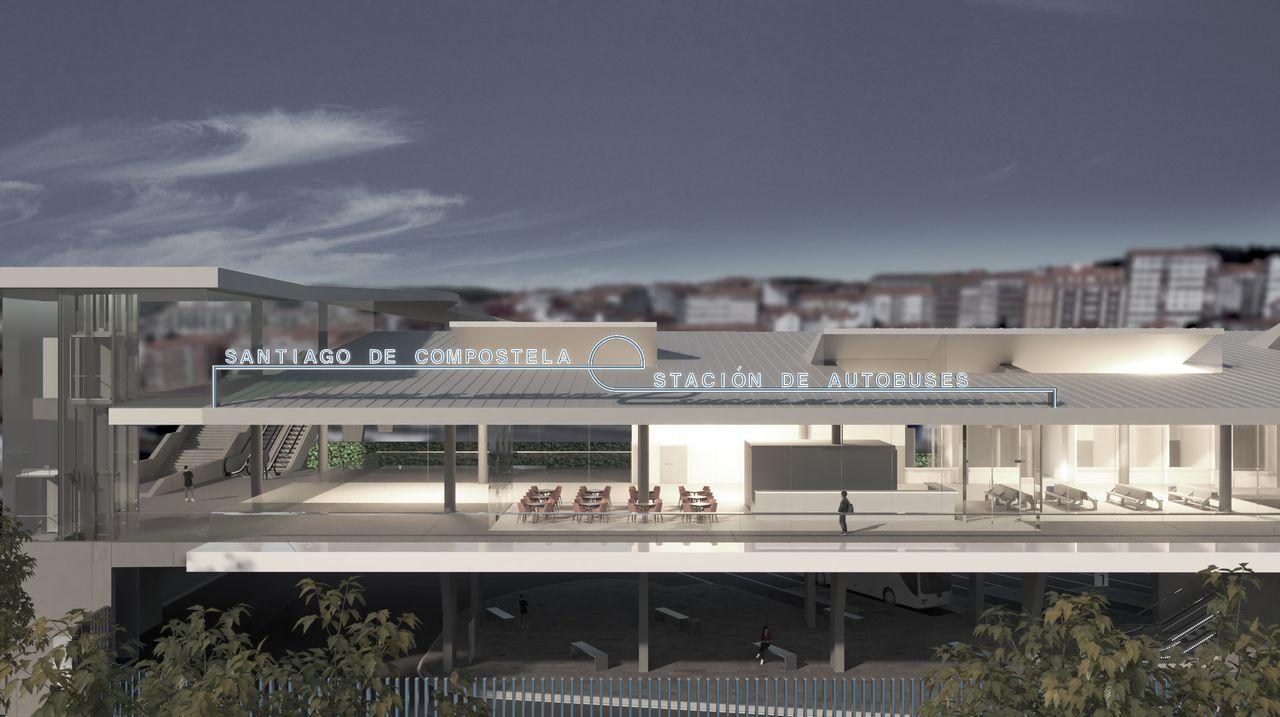 Viajeros del tren destino Madrid hacen transbordo en Ourense para ir a Zamora en autobús y desde allí seguir el viaje.Los técnicos inspeccionaron el puente desde el que cayó el vehículo que causó el accidente