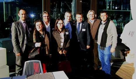 Traba, a la derecha, con parte de la delegación española en Austria.